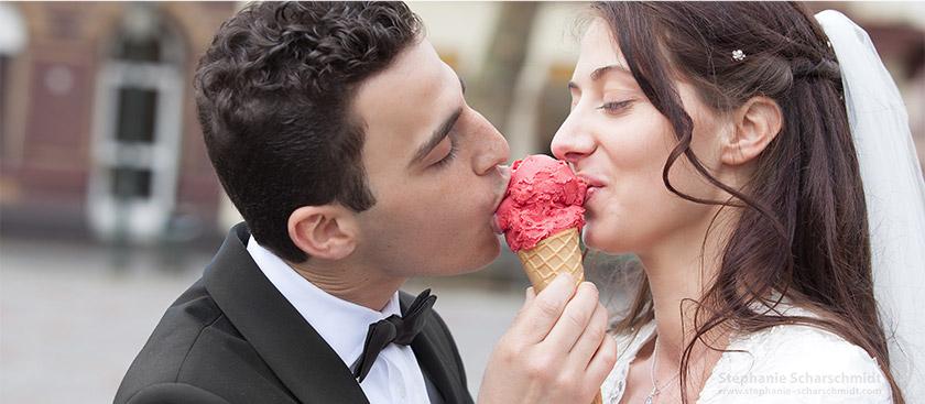 image-61052-b: erfrischendes Brautpaarshooting / Brautpaar mit Eis ( Kempen / DE ) 19.4.2013