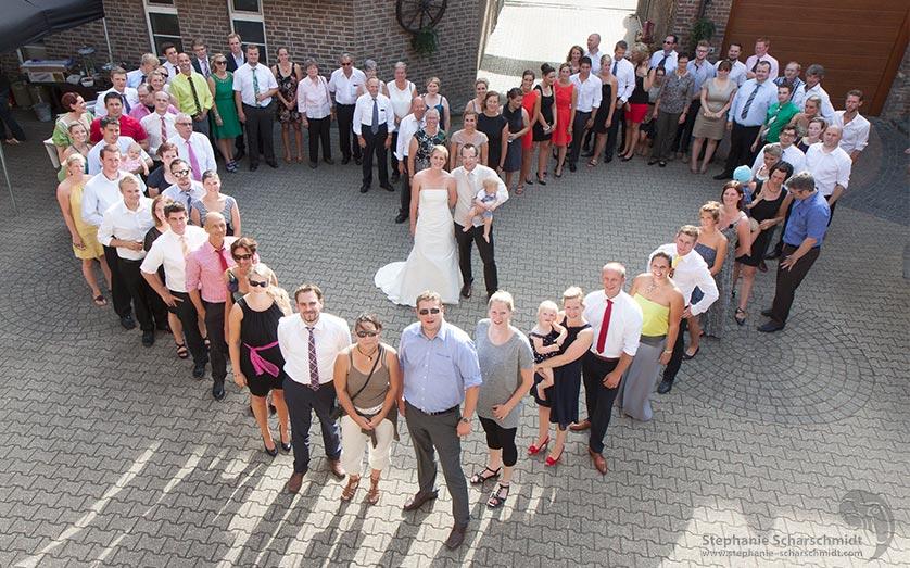 image-64589-b: Gruppenfoto von Nina & Marcus in Haus Milbeck ( Nettetal / DE ) 2 August 2013